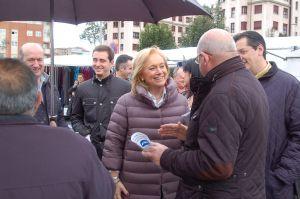 Mercedes Fernández, durante una visita.
