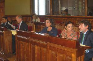 Carmen Pérez García de la Mata, en el centro, durante una comisión parlamentaria.