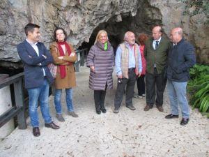Pedro de Rueda, con Mercedes Fern�ndez y una delegaci�n del PP en la visita a Tito Bustillo.