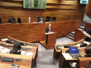 Jos� Agust�n Cuervas-Mons, en la tribuna de la Junta General.