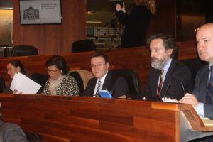 Rafael Alonso, en su escaño del Parlamento asturiano.