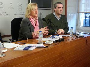 Carlos Su�rez, junto a Mercedes Fern�ndez.