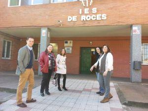 David Gonz�lez Medina y Sof�a Cosmen, con las representantes de las asociaciones de madres y padres.