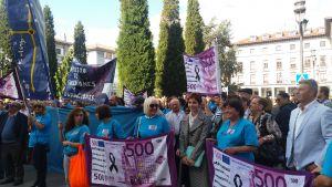 Emma Ramos, en la concentraci�n ciudadana convocada en Oviedo contra el impuesto de sucesiones.