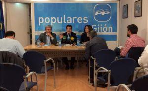 Por la izquierda, Mar�n, De Rueda y Cosmen, durante la rueda de prensa.