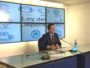 De Rueda, en la sede regional del partido.