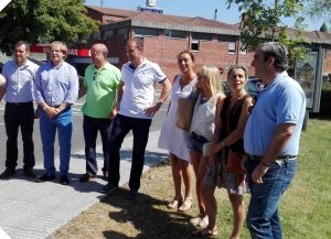 Dirigentes del PP, ante el Hospital de Arriondas.