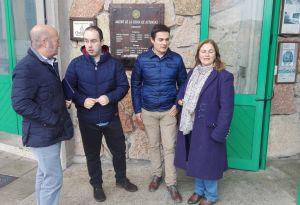 Luis Venta, Pablo Onís y Pedro de Rueda, en el Museo de la Sidra de Nava.