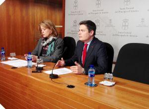 María Ablanedo y Pedro de Rueda, en la Junta General.