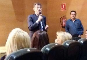 Matías Rodríguez Feito, durante una reunión con familias afectadas por la deuda del ERA.