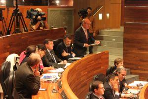 Luis Venta, en el salón de Plenos de la Junta General.
