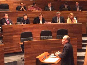 Cuervas-Mons defiende la propuesta del PP para convertir los 'minipisos' de la Laboral en residencia de estudiantes.