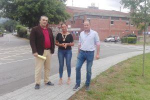 Carlos Suárez y Marifé Gómez, ante el Hospital del Oriente.