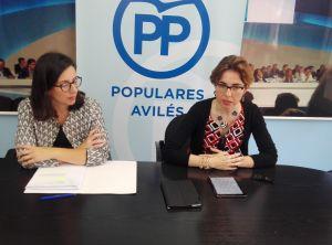 Emma Ramos y Ana Bretón, en la sede del PP de Avilés.