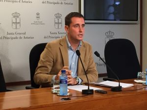 El diputado regional David González Medina.