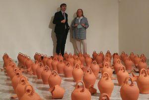 Mercedes Fernández, con el director del Museo de Bellas Artes