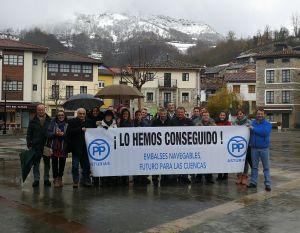 Pancarta desplegada por el PP en Campo de Caso.
