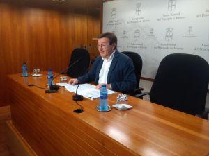 Rafael Alonso, en la sala de prensa de la Junta General