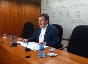 Rafael Alonso, con Nuevas Generaciones, en La Felguera.