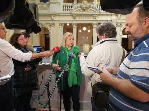 Mercedes Fernández atiende a los medios tras la Junta de Portavoces del Parlamento asturiano.