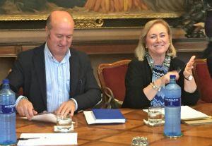 Luis Venta y Mercedes Fernández, en la Junta de Portavoces del Parlamento.