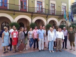Dirigentes del PP de las Cuencas, ante el Ayuntamiento de Langreo.
