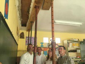 Matías Rodríguez Feito, David Medina y José Luis Fontaniella, en la escuela de Cibuyo (Cangas del Narcea).