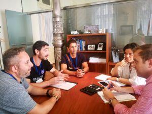 Los diputados Pablo Álvarez-Pire y Beatriz Polledo reunidos con representantes de los cuerpos de bomberos